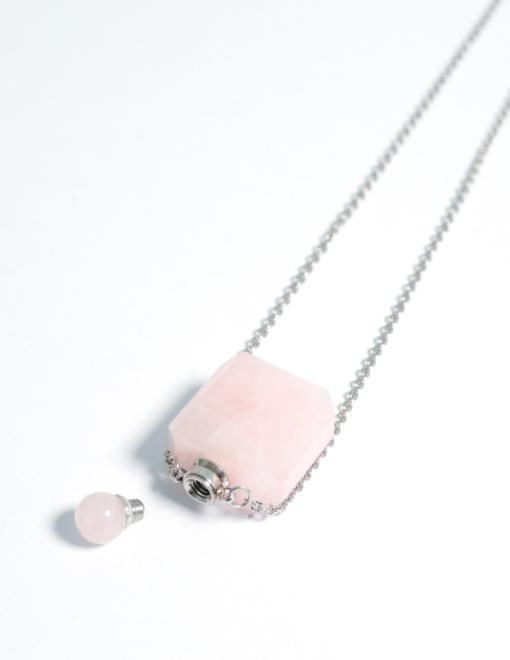 collana con ciondolo per aromaterapia Quarzo rosa aperta