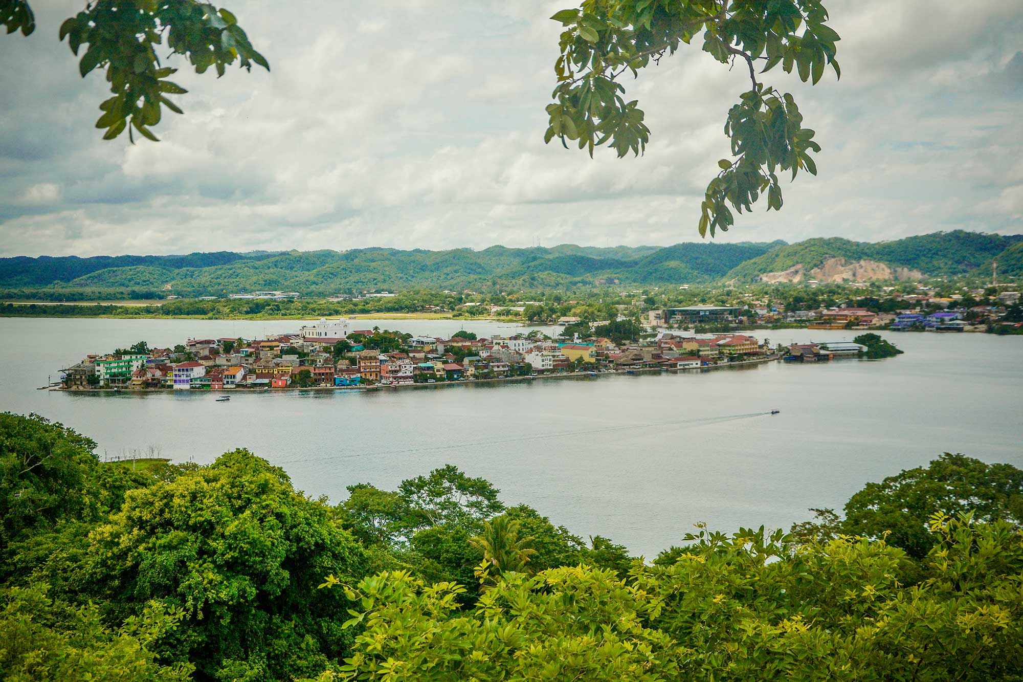 Peten Island Guatemala - Olfattiva